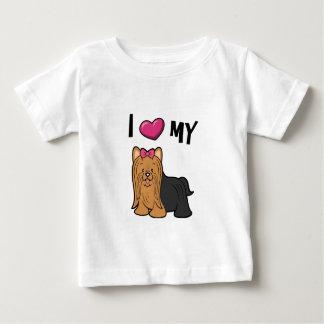 私は私のヨークシャーテリアを愛します ベビーTシャツ