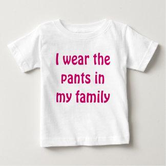 私は私の家族のズボンを身に着けています ベビーTシャツ