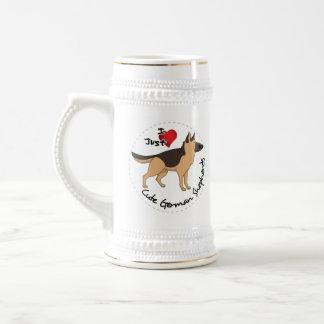 私は私の幸せで愛らしく及びかわいいジャーマン・シェパードを愛します ビールジョッキ