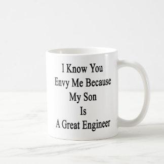 私は私の息子が素晴らしいEnginであるので私を羨望することを認知しています コーヒーマグカップ