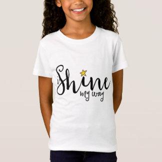 私は私の方法ロゴのティーを照らします Tシャツ