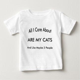 私は私の猫について気になります ベビーTシャツ