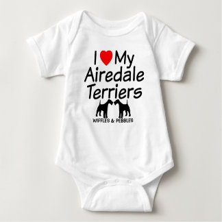 私は私の2匹のAiredaleテリア犬を愛します ベビーボディスーツ