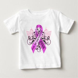 私は私のDaughter.pngのためのピンクを身に着けています ベビーTシャツ