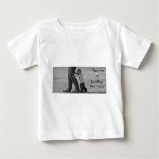 私は私を導いていますパックを信じます ベビーTシャツ