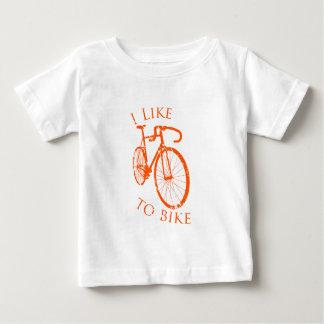 私は自転車に乗るのを好みます ベビーTシャツ