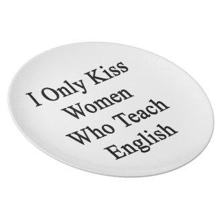 私は英語を教える女性だけに接吻します プレート