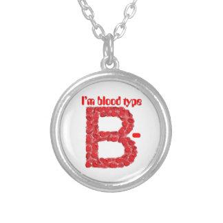 私は血液型Bの陰性です シルバープレートネックレス