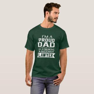 私は誇り高い弁護士のパパです Tシャツ