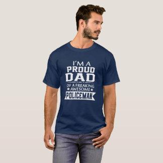 私は誇り高い警官のパパです Tシャツ