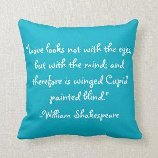 私は読むことを愛します! 背部のシェークスピアの引用文を使って クッション