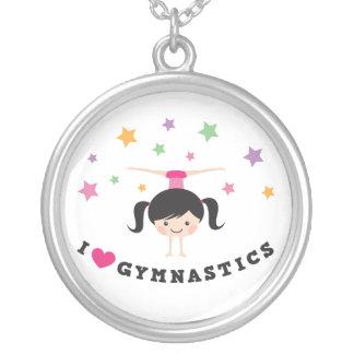 私は逆立ちをしている体操の漫画の女の子を愛します シルバープレートネックレス