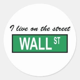 """""""私は通りのウォールストリートに""""のステッカー住んでいます ラウンドシール"""