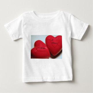 私は離婚のハートの乳児のTシャツがほしいと思います ベビーTシャツ