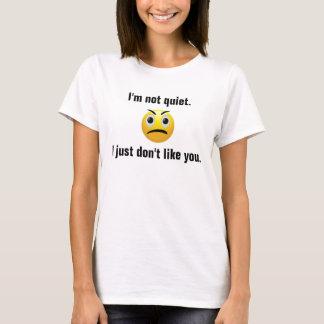 私は静かではないです Tシャツ