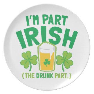 私は飲み物のパイントを持つ部分のアイルランド語(酔った部分)です プレート