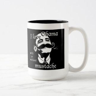 私は髭のマグの有無にかかわらずオバマを愛します ツートーンマグカップ