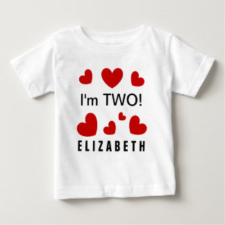 私は2つのかわいい赤いハートの名前をカスタムするの2歳児です ベビーTシャツ