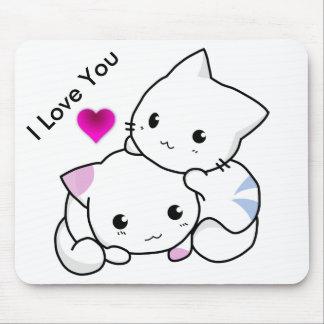 私は2匹の子ネコおよびピンクのハートの文字愛します マウスパッド