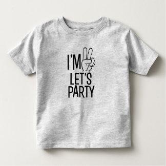 私は2才おもしろいな男の赤ちゃんのワイシャツをパーティを楽しもうです トドラーTシャツ