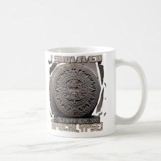 私は2012年の黙示録を生き延びました コーヒーマグカップ