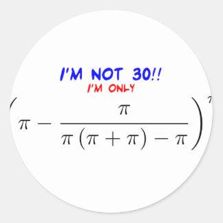私は30才ではないです! 私は29.99567872才だけです 丸形シール・ステッカー