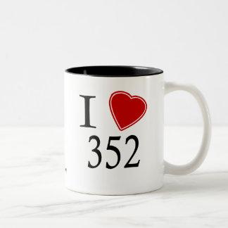 私は352 Gainesvilleを愛します ツートーンマグカップ