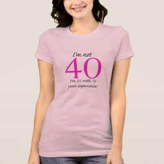 私は40才ではないです! Tシャツ