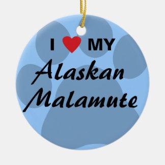 私は(ハート)私のアラスカンマラミュートを愛します セラミックオーナメント