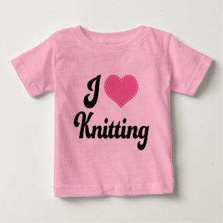 私は(ハート)編むことを愛します ベビーTシャツ