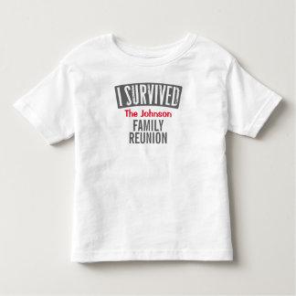 私は-家族会-個人化しますそれを生き延びました トドラーTシャツ