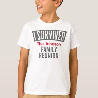 私は-家族会-個人化しますそれを生き延びました Tシャツ