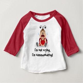 私は、私伝えています赤いTシャツを叫んでいません ベビーTシャツ