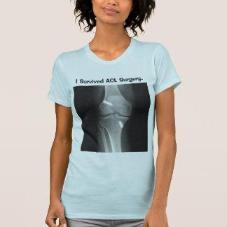 """""""私はACLの外科"""" Tシャツ生き延びました Tシャツ"""