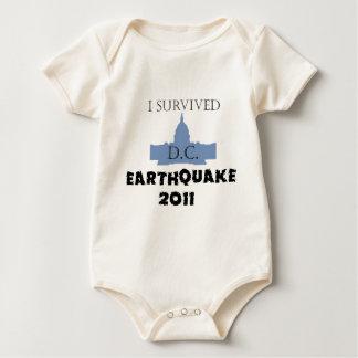 私はD.C. Earthquake 2011年を生き延びました ベビーボディスーツ
