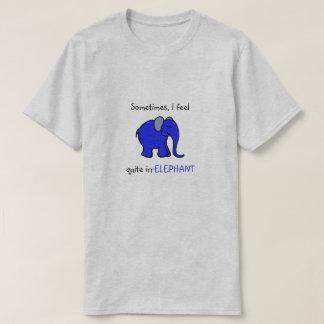 """""""私はirrelephant""""青い象のユーモアのあるなスローガンを感じます tシャツ"""