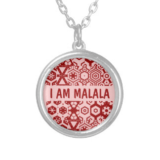 私はMALALAのネックレスです シルバープレートネックレス