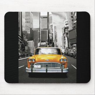 私はNYC -ニューヨークのタクシー--を愛します マウスパッド