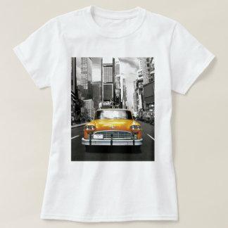 私はNYC -ニューヨークのタクシー--を愛します Tシャツ