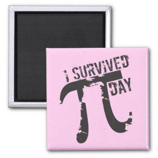 私はPi日-ピンクのおもしろいなPi日--を生き延びました マグネット
