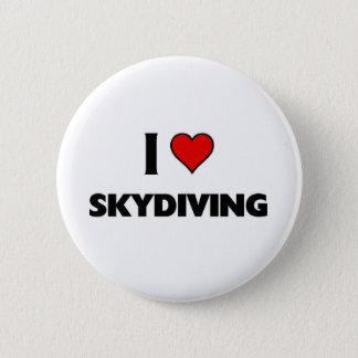私はSkydivingを愛します 5.7cm 丸型バッジ