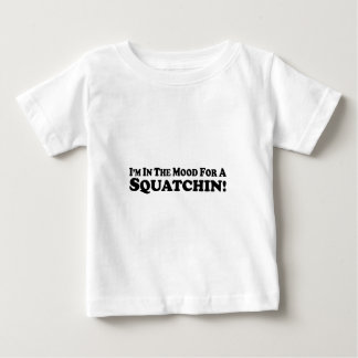 私はSquatchin -数々のプロダクトの気分にあります ベビーTシャツ