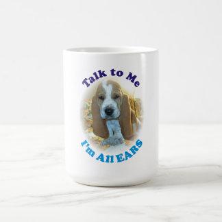 私への話私はすべての耳のバセットハウンドの子犬のマグです コーヒーマグカップ