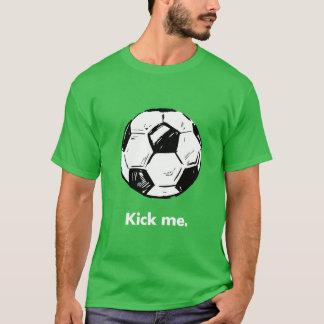 私をサッカーボールの人のTシャツ蹴って下さい Tシャツ