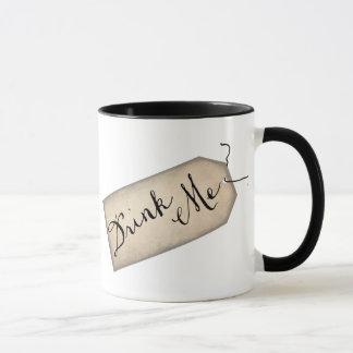 私をヴィンテージの紙のラベルのマグ飲んで下さい マグカップ