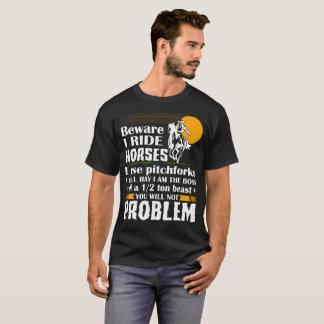 私を乗ります私が干し草用フォークのTシャツを使用する馬に用心して下さい Tシャツ