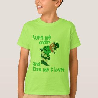 私を回し、クローバー接吻して下さい Tシャツ