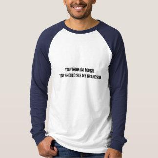 私を堅いです…私の孫に会うべきです考えます Tシャツ