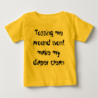 私を投げることは私のおむつをきれいになります作りません ベビーTシャツ