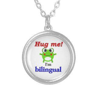 私を抱き締めて下さい! 私は二か国語です シルバープレートネックレス